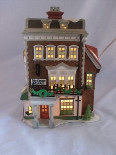 DEPT 56 DICKENS VILLAGE - CROWN & CRICKET INN - #57509 1ST EDITION RETIRED - got it! Christmas In The City, Christmas Home, Xmas, Lemax Christmas Village, Christmas Villages, Dept 56 Dickens Village, Department 56, Cricket, Crown