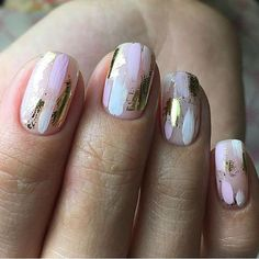 Nail art is a very popular trend these days and every woman you meet seems to have beautiful nails. It used to be that women would just go get a manicure or pedicure to get their nails trimmed and shaped with just a few coats of plain nail polish. Classy Nails, Cute Nails, Pretty Nails, Pretty Short Nails, Ongles Or Rose, Nagel Blog, Nagellack Trends, Rose Gold Nails, Silver Nails