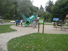 Xogando e xantando no parque.