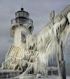 Un phare du lac Michigan recouvert de glace aux Etats-Unis