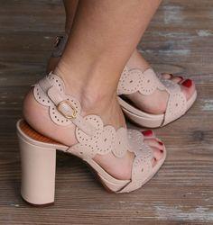 CRISTI :: SANDALS :: CHIE MIHARA SHOP ONLINE  http://pinterest.com/kaleuaquiles/shoesshoesomgshoes/