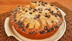 Bolo de Maçã Bolos Low Carb, Muffin, Breakfast, Desserts, Food, Continue, Wafer Cookies, Applesauce Cake Recipe, Cake Batter