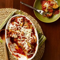 Learn how to make Baked Eggplant Parmesan . MyRecipes has tested recipes and videos to help you be a better cook Baked Eggplant, Eggplant Parmesan, Eggplant Recipes, Low Carb Recipes, Baking Recipes, Healthy Recipes, Ragu Recipe, Fun Cooking, Mozzarella