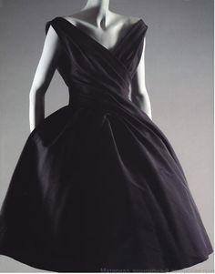 Christian Dior 1957 twisted elegance - Dior Dress - Ideas of Dior Dress - Christian Dior 1957 twisted elegance Vintage Dior, Vintage Couture, Mode Vintage, Vintage Glamour, Vintage Beauty, Vintage Dresses, Vintage Outfits, Fashion Moda, 1950s Fashion