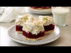 Jak przygotować ciasto - Malinową chmurkę? Przepis Mąki Basia. - YouTube