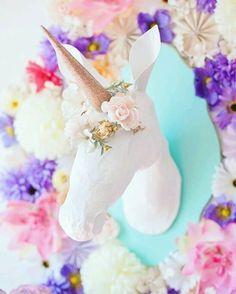 "90 Likes, 3 Comments - Meu Arco-íris de Unicórnio (@meuarcoirisdeunicornio) on Instagram: ""Jornal, cola branca, tinta e criatividade ♡ #umicórnio #unicorn #unicornio #unicornlove…"""