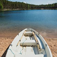 Aurinkoista perjantaita Rokualta! | Sunny friday in Rokua  #rokua #visitrokua #rokuahealthspa #ahveroinen #järvimaisema #soutuvene #kalastus #sunnyday #friday #spahotel #lake #visitfinland #travelinfinland #finnishnature