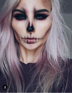Halloween : 15 idées de maquillages faciles à faire Tuto maquillage Halloween Related posts:Einfache Make-up-Ideen; Festival Make-up; Prom Makeup She . - wedding makeup ideas with bare lips – makeup art –. Halloween Inspo, Halloween Makeup Looks, Halloween Halloween, Halloween Skeleton Makeup, Men Skeleton Makeup, Vintage Halloween, Pretty Skeleton Makeup, Skeleton Costume Women, Demon Halloween Costume