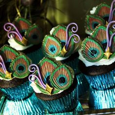 Edible Peacock Feathers Cupcake Topper (made me think of Ruth) Peacock Cupcakes, Peacock Cake, Peacock Theme, Peacock Wedding, Butterfly Cupcakes, Peacock Colors, Flower Cupcakes, Cute Cupcakes, Cupcake Cookies