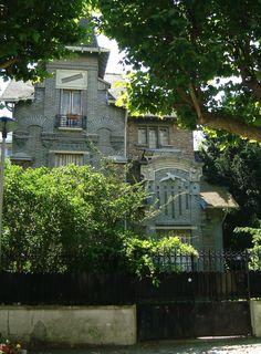 Villa. 46, boulevard Gabriel Péri  Le Perreux sur Marne 94170. Architecte : G.Nachbaur et fils. Céramiques de Gentil & Bourdet