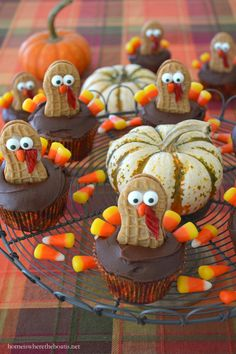 Nutter Butter Turkey Cupcakes | homeiswheretheboatis.net #Thanksgiving