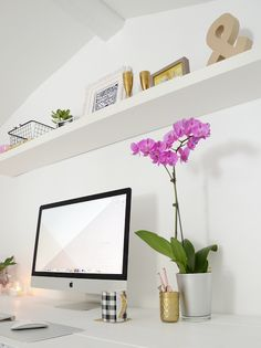 Pink and gold home office and workspace  /// By Design Fixation