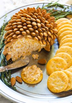 Holiday Cheese Ball by Sommer (The Pioneer Woman) Christmas Cheese, Christmas Party Food, Christmas Appetizers, Appetizers For Party, Appetizer Recipes, Cheese Appetizers, Dinner Recipes, Deco Buffet, Monte Cristo Sandwich