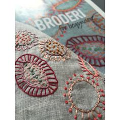 broderi, embroidery, insektbroderi | Karen Marie Dehn Free Motion Embroidery, Embroidery Stitches, Embroidery Designs, Embroidery On Clothes, Textile Fiber Art, Karen, Hand Stitching, Diy For Kids, Evans