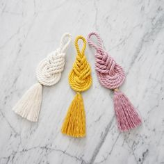 The place to buy and sell everything that is handmade- El lugar para comprar y vender todo lo que está hecho a mano Macrame Pipa Knot Macrame Tassel Macrame Wall Hanging Macrame Knots, Micro Macrame, Macrame Modern, Macrame Bag, Diy Tassel, Tassels, Diy Macrame Wall Hanging, Diy Keychain, Macrame Projects