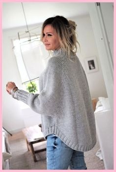 WEEKEND KNIT Bluse, LIGHT GREY - Einfaches Handwerk knitting for beginners knitting ideas knitting patterns knitting projects knitting sweater Poncho Knitting Patterns, Free Knitting, Free Crochet, Knit Crochet, Crochet Patterns, Doll Patterns, Hand Knitted Sweaters, Knitted Poncho, Knit Shrug