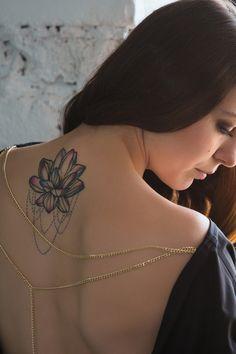 Un giovane su tre ha un tatuaggio, e alcuni ne hanno anche più di uno. Risulta che la tendenza dei tatuaggi andrà sempre in crescita almeno fino al 2025. Lotus Flower, Tattoos, Tatuajes, Tattoo, Tattoo Illustration, Lotus Flowers, Lotus, Irezumi, A Tattoo