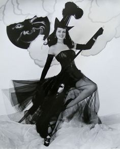 How glamorous is pinup witch Dusty Anderson!