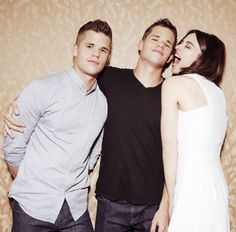 Charlie Carver (Ethan), Max Carver (Aiden) & Crystal Reed (Allison Argent) from Teen Wolf Aiden Teen Wolf, Teen Wolf Mtv, Teen Wolf Funny, Teen Wolf Cast, Carver Twins, Max Carver, Max And Charlie Carver, Werewolf Hunter, Jill Wagner