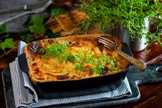 Laxfrestelse / Rökt laxlåda – Bong Touch of Taste Bongs, Lasagna, Macaroni And Cheese, Touch, Ethnic Recipes, Food, Mac And Cheese, Lasagne, Pipes