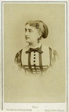 Actrice Massin. Albumine visitekaart foto (1865) gemaakt door Charles Reutlinger. Verzameling Wilfried Vandevelde.