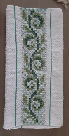 Hand Embroidery Design Patterns, Knit Patterns, Cross Stitch Patterns, Bordado Tipo Chicken Scratch, Chicken Scratch Embroidery, Visible Mending, Bargello, Pattern Design, Diy And Crafts