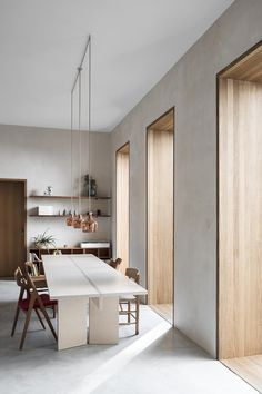 Get inspired by these dining room decor ideas! From dining room furniture ideas, dining room lighting inspirations and the best dining room decor inspirations, you'll find everything here! Modern Interior, Interior Architecture, Interior And Exterior, Interior Window Trim, Wood Interior Design, Interior Plants, Casa Magnolia, Br House, Global Home