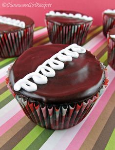 Copycat Hostess Cupcakes..going to have to learn to make these since Hostess closed their doors! :(