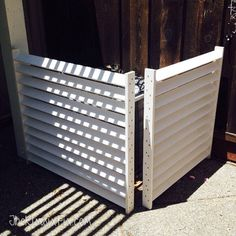 Disguise your AC with a DIY Louvered Screen Diy Privacy Fence, Outdoor Privacy, Outdoor Landscaping, Air Conditioner Cover Outdoor, Air Conditioner Screen, Ac Unit Cover, Ac Cover, Outside Patio, Small Backyard Patio