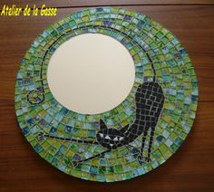 Cheap DIY projects for the living room? Most people think about picture frames and even the table, but how about a mirror? The thing you rarely think before! Mirror Mosaic, Mosaic Art, Mosaic Glass, Mosaic Tiles, Glass Art, Mosaics, Sea Glass, Stained Glass, Mosaic Crafts