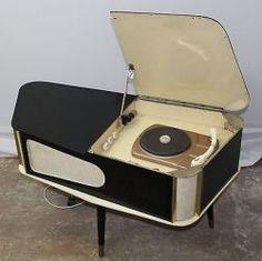 Ideas Vintage Retro Furniture Record Player For 2019 Mid Century Style, Mid Century Design, Retro Record Player, Vintage Record Players, Design Retro, Retro Vintage, Vintage Designs, Antique Radio, Mid Century Modern Decor