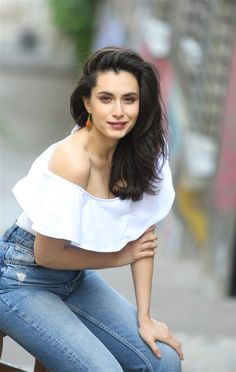 very nice. Turkish Women Beautiful, Turkish Beauty, Gorgeous Women, Actrices Hollywood, Stunningly Beautiful, Turkish Actors, How To Look Classy, Hollywood Glamour, Girl Photography