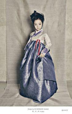 Korean Traditional Dress, Traditional Dresses, Korea Fashion, Girl Fashion, Korean Accessories, Korea Dress, Modern Hanbok, Vogue Korea, Korean Art