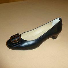 Soft: Γόβα, Δέρμα, Γκρό κορδέλα και μεταλλικό διακοσμητικό (Κωδικός: 210.914) > Tresor by Yiannis Xouryas > www.e-Tresor.gr & www.GreekShoes.Net Salvatore Ferragamo, Kitten Heels, Flats, Shoes, Fashion, Loafers & Slip Ons, Moda, Zapatos, Shoes Outlet