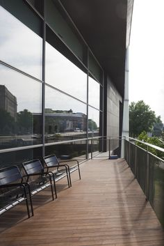 Balcony at north end of Kiasma | Photo: Finnish National Gallery / Pirje Mykkänen