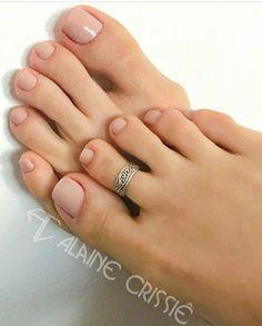 Toe ring toe rings in 2019 ногти, маникюр, педикюр Beautiful Toes, Pretty Toes, Spring Nails, Summer Nails, Nail Manicure, Nail Polish, Feet Nails, Toe Rings, Short Nails