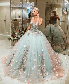 princess dress uploaded by Emanoelle Assiz on We Heart It Cute Prom Dresses, Ball Dresses, Elegant Dresses, Pretty Dresses, Evening Dresses, Formal Dresses, Dress Prom, Prom Dresses Flowers, Homecoming Dresses