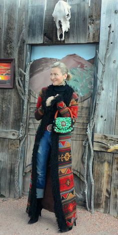 I had a fun conversation the other day with Jamie Lewinger, a 40+ blogger from New Mexico.Originally from Texas, Jamie has spent the last 15 years living halfway between Santa Fé and Albuquerque, where she writes the blog,More than Turquoise.  On the blog, you'll find fashion lifestyle and taste of New Mexico, with a...