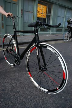 Dolan Seta Build by TokyoFixedGear.com. Black, white and red work so well together here. A nice-looking machine.