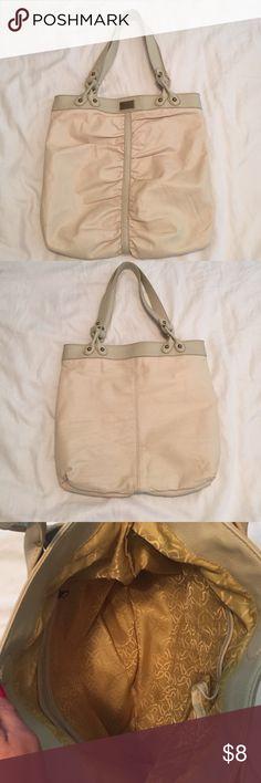 Simply Vera cream tote bag Cream Simply Vera-Vera Wang tote bag. Barely used Simply Vera Vera Wang Bags Totes