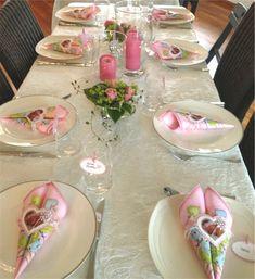 Pynte bord til konfirmasjon. Hvordan planlegge konfirmasjon. Tips og ideer til konfirmasjon. Napkin Folding, Tablescapes, Place Cards, Table Settings, Baby Shower, Table Decorations, Centerpieces, Ethnic Recipes, Party