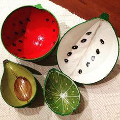 La #creatividad no tiene limites estas bellezas son #taparas #pintadas a mano, pueden ser objeto de #decoración y también pueden ser utilizadas como platos para alimentos secos. Son diseño y producción de @frutaparas y las tenemos disponibles en Plus Arte Amazonas.  #artesanal #hechoenvenezuela #hechoamano #pinturas