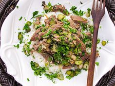Strogonoff de carne com picles, cogumelos e iogurte natural