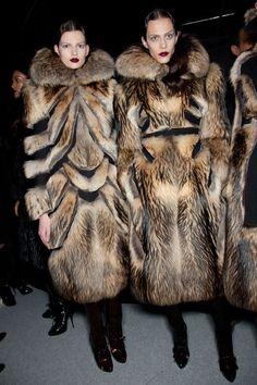 Fur Fashion, Paris Fashion, Fashion Dolls, Runway Fashion, Winter Fashion, Fashion Women, Fabulous Furs, Fox Fur, Beautiful Outfits