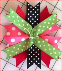 how to make stacked bows. This blog has a bunch of great tutorials for hair bows.