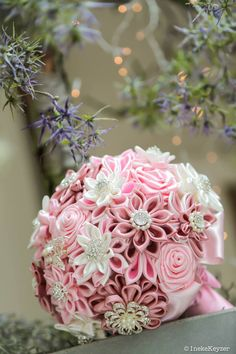 Satin brooch bridal bouquet, in a very romantic setting photographed by Keyzer Fotografie.