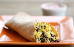 Southwestern Protein Breakfast Burrito - 300 calories per burrito -wrap them in saran wrap tightly and microwave from frozen to serve. Remove the saran wrap and place on a microwave safe plate to reheat. Weight Watchers Freezer Meals, Plats Weight Watchers, Healthy Recipes, Healthy Breakfast Recipes, Cooking Recipes, Clean Recipes, Healthy Meals, Healthy Food, Vegetarian Breakfast