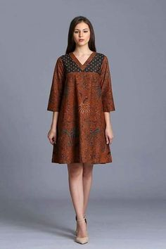Chic Batik Outfits For Your Trend African Wear, African Dress, African Fashion, Model Dress Batik, Batik Dress, Dress Batik Kombinasi, Batik Blazer, Simple Dresses, Short Dresses