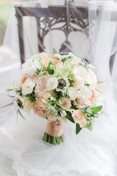 Blue Jasmine - bridal bouquet Photo: Mary Neumann Photography