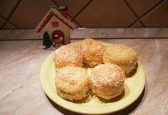 Krémsajttal töltött pogácsa | NOSALTY Muffin, Dairy, Cheese, Eat, Breakfast, Food, Morning Coffee, Essen, Muffins